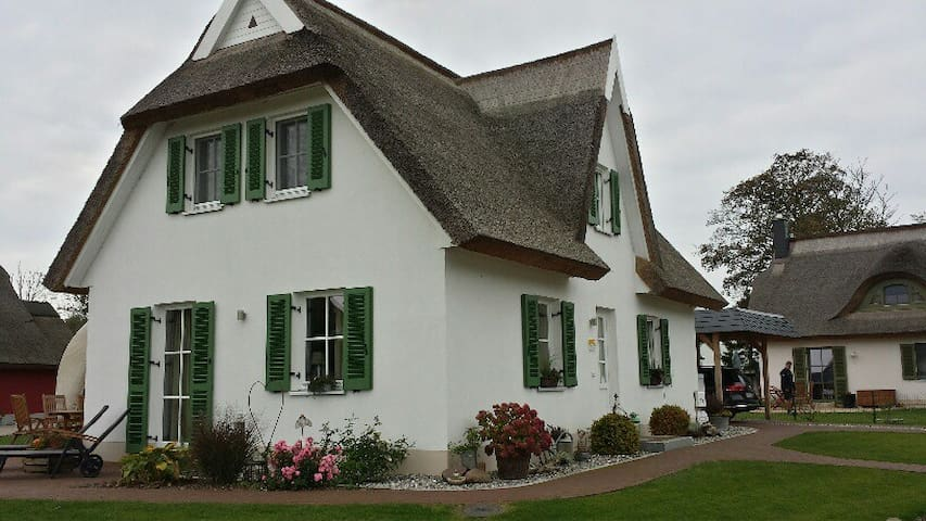 Schwankes Ferienhaus Seeadler***** - Ummanz - Hus
