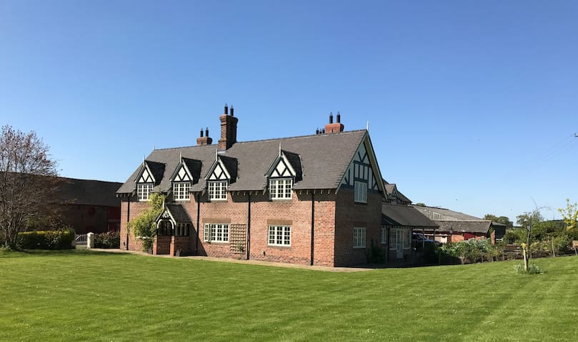 Cheshire Farmhouse Bed & Breakfast