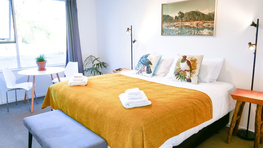 NEW - Super-King Twin Room at Rowi Hill