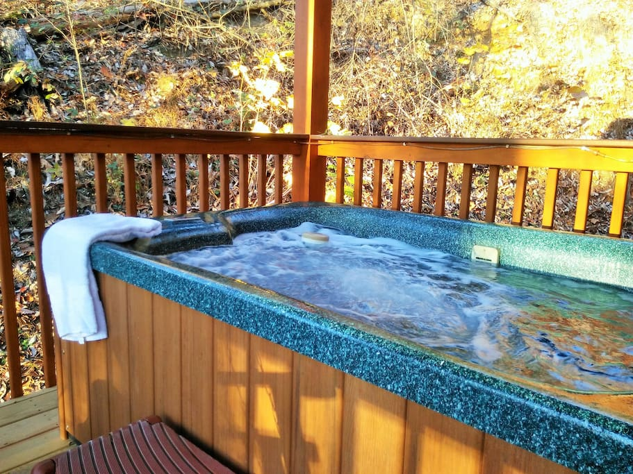Relaxing 4 person hot tub on deck