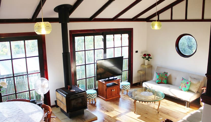 Lovely Leura Holiday Home--Hansel's Cottage-- - Leura - Hus