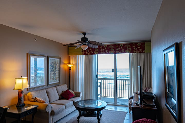 Tommy Bahama Style beach front 2BR/2BA & bunk Room