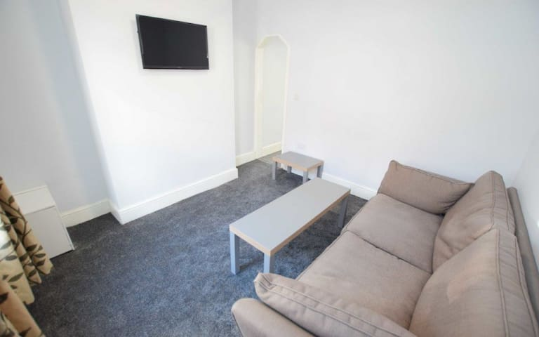 Recently refurbished house close to city centre