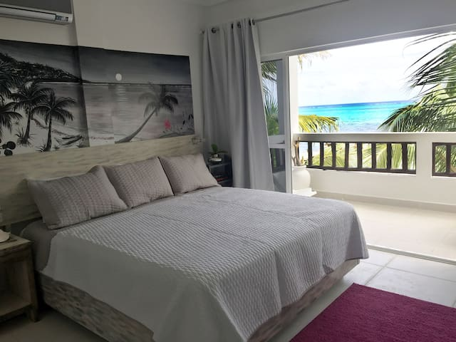 Tranquil & Beautiful overlooking Barrier Reef (1B)