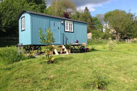 Amazing views, beautiful Cotswolds Shepherd Hut - Cabaña