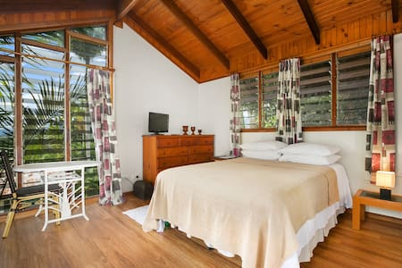 Tropical Treehouse Guest Suite - Edge Hill
