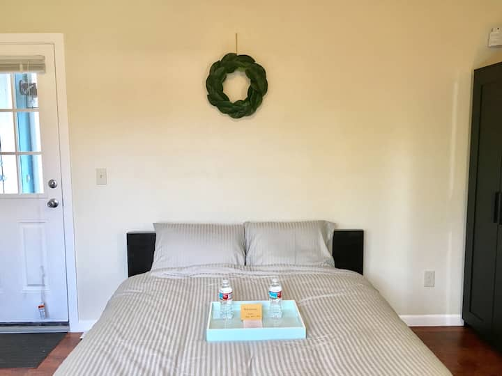 Clean Private Entrance Guest Suite in NE PDX