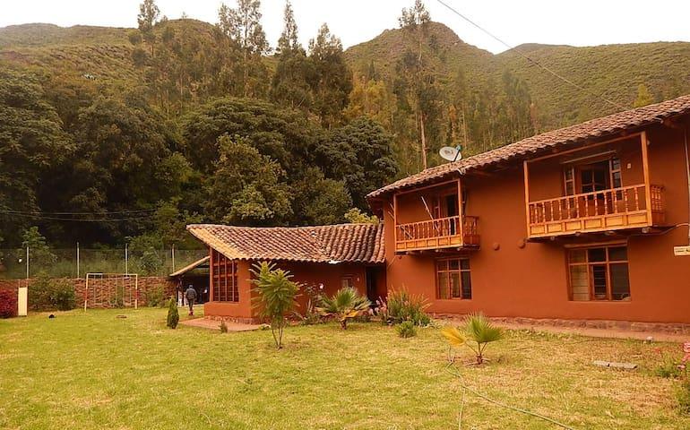 Cusco, Valle Sagrado de los Incas - Urquillos Wasi - Cusco