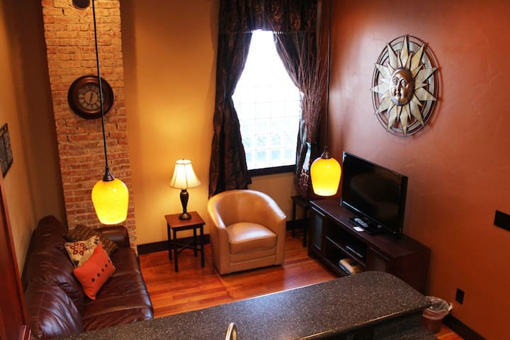 Beautiful Historic Downtown Flat /Camas Flats #2
