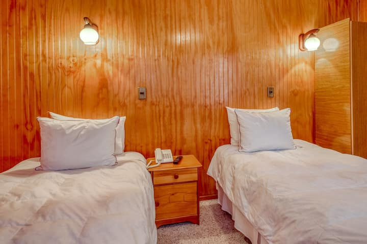 Charming downtown hotel room w/private bathroom, free breakfast, and more!