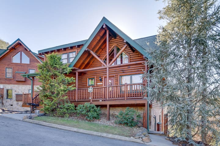 Beautifully-decorated cabin w/ a private hot tub, & shared pool!