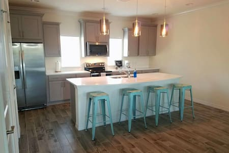 NEW 2br/2.5ba Townhome @ Beach Club - Pensacola