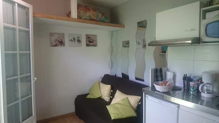 Location  studio  meublé  15 M2  + jardin privatif
