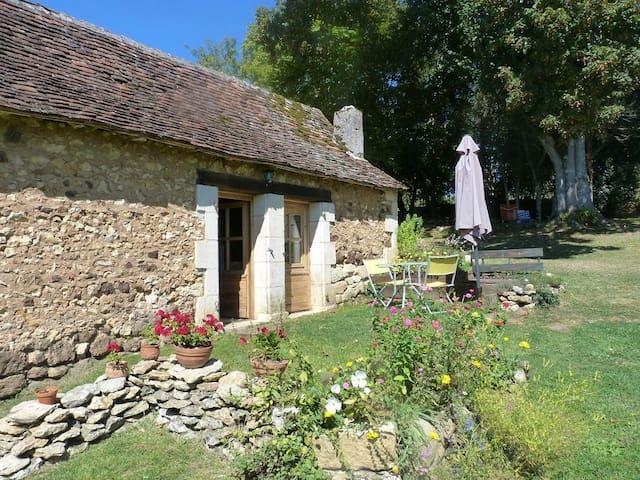 Gîte indépendant au calme - Rouffignac-Saint-Cernin-de-Reilhac - House