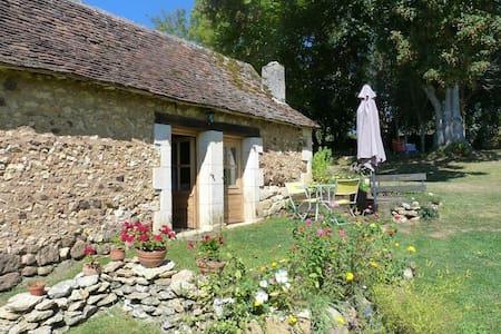 Gîte indépendant au calme - Rouffignac-Saint-Cernin-de-Reilhac - Casa