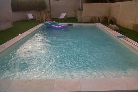 VILLA 80 m² avec petit balcon, piscine et jardinet - Collias