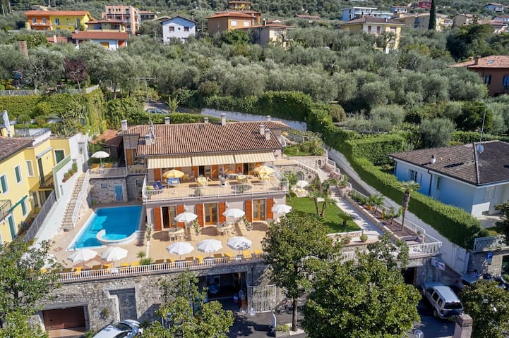 La Cioca 2 bilo-piscina-giardino-solarium-garage