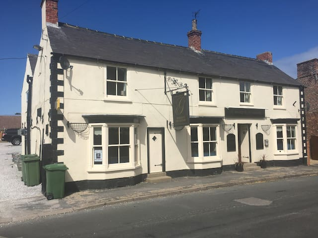 Cosy Countryside Pub with Holiday Lets
