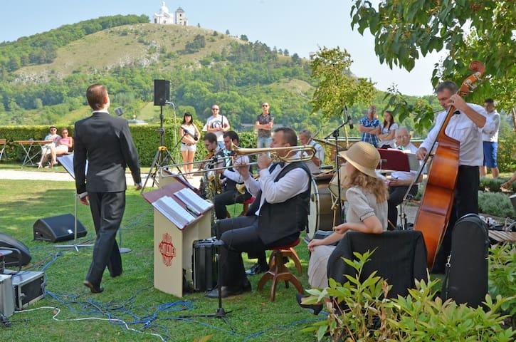 Pálavské vinobraní, prvorepubliková hudba Melody Gentlemen