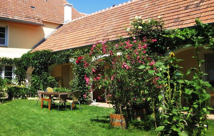 Idyllisches Appartement mit Garten