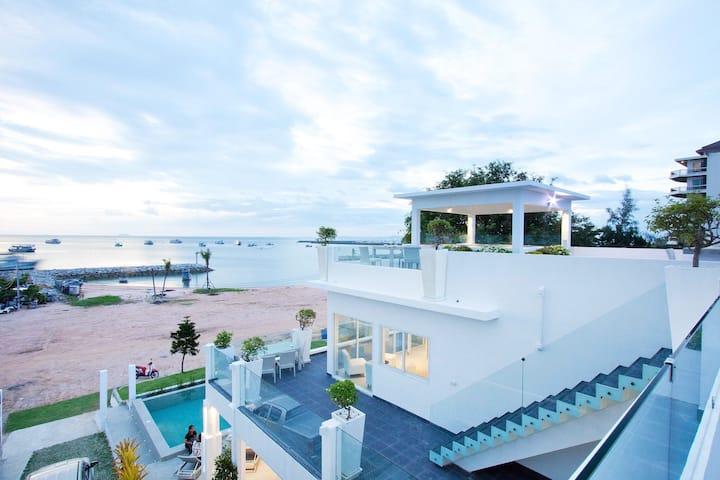 7th Heaven Beach Front Pattaya Pool Villa