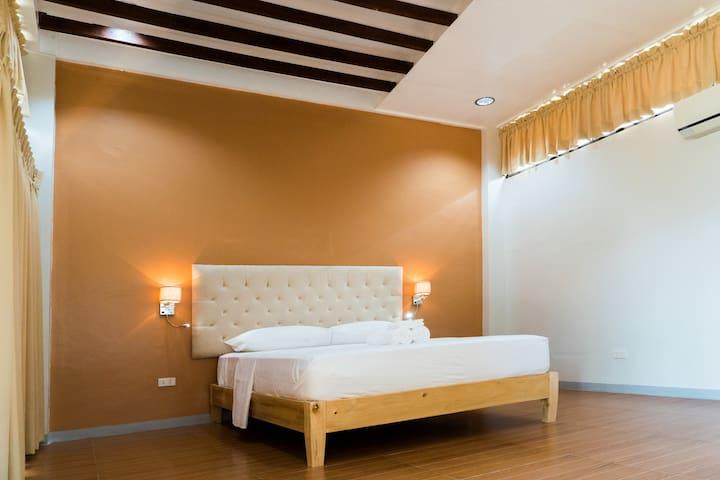 BEDROOM 3, 1 QUEEN SIZED BED