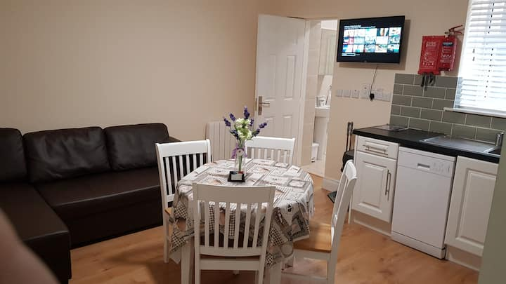2 bed city centre apartment. Sleeps 4. Apt1p