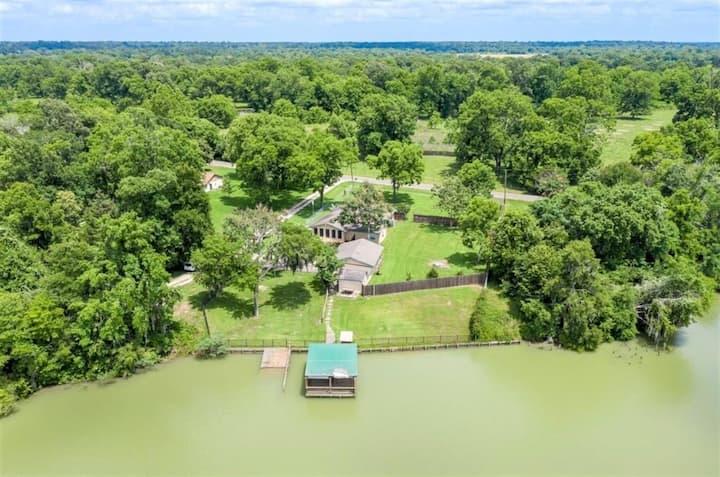 Lake House Retreat on Private Lake in Livingston