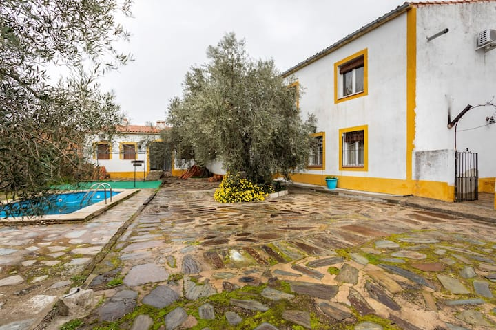 Timeless Holiday Home in Membrio with Swimming Pool