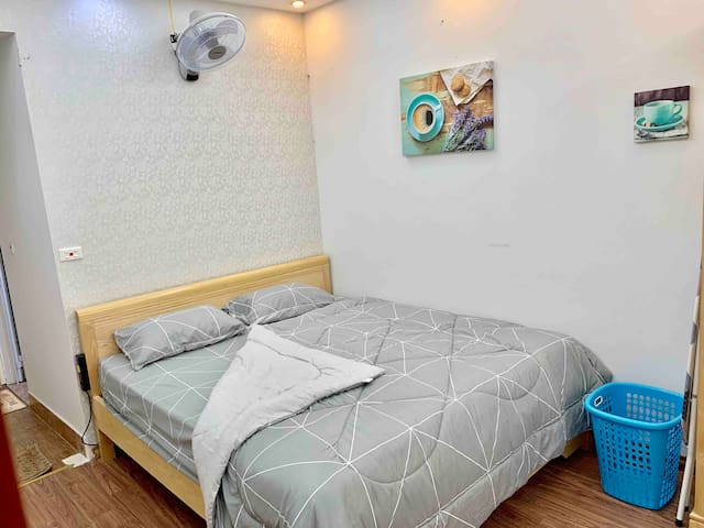 Quiet studio in central Ba Dinh near Lotte & lakes