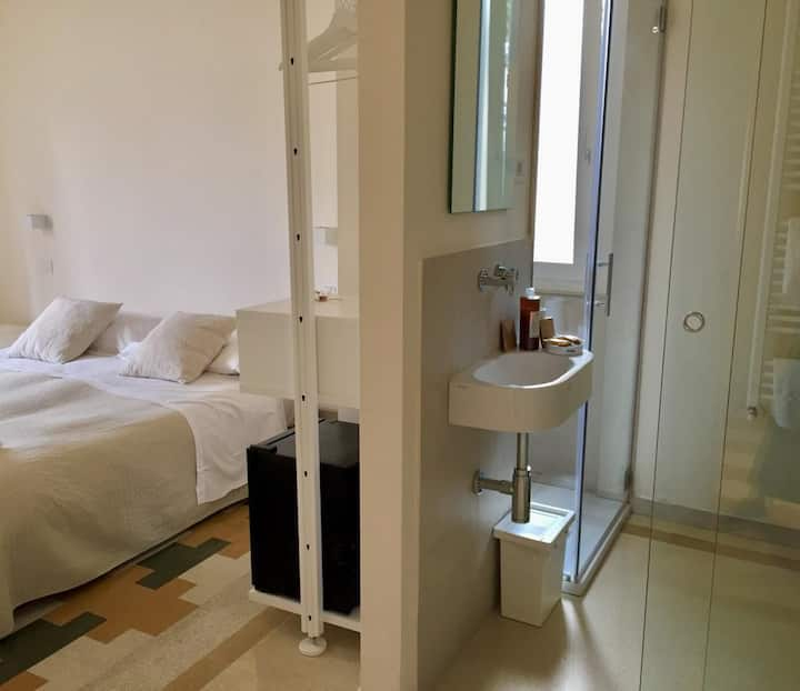 Comfy, Clean, Silent Room - Ideal for Young Couple