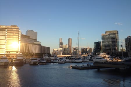 Perfect base for River, CBD & Beach - Docklands - Haus