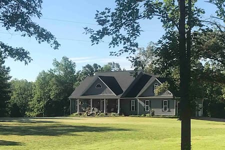 Spacious home, pool, private, near state park