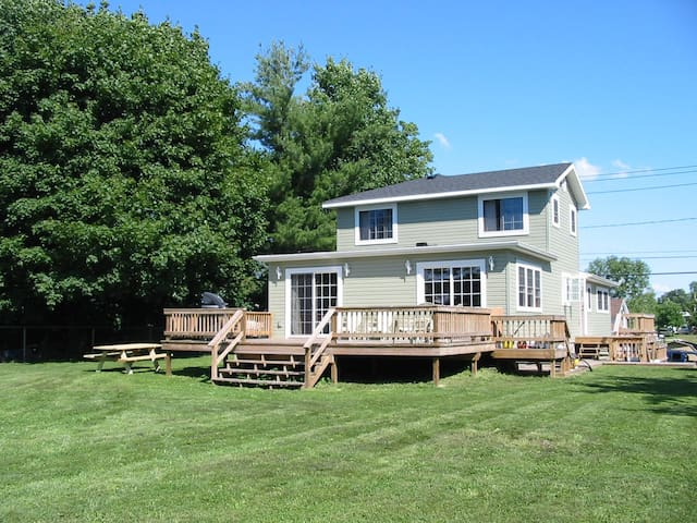 Lovely 4 bedroom 2 bath home in Clayton NY - Clayton - Casa