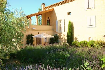 Gîtes haut de gamme Provence Luberon - Le Beaucet - Naturstuga