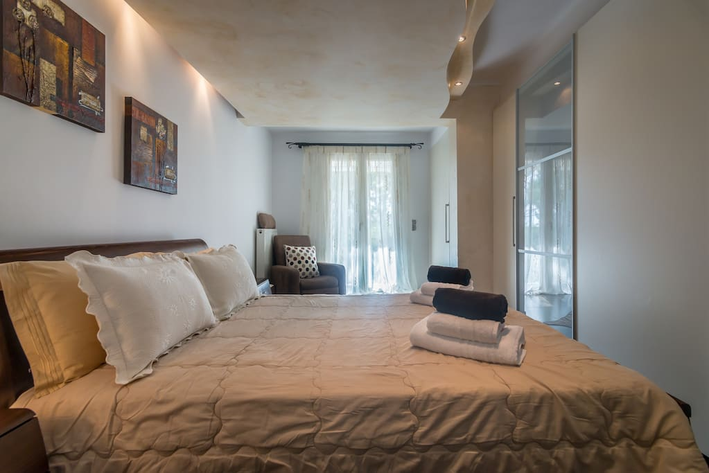 Bedroom with king size Double Bed