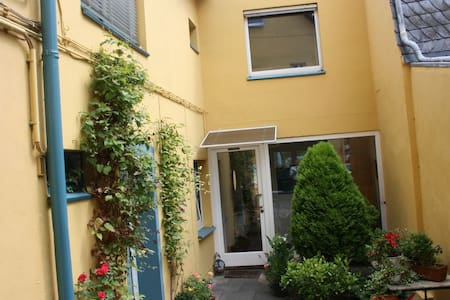 Bedroom with garden, near down town - Bonn