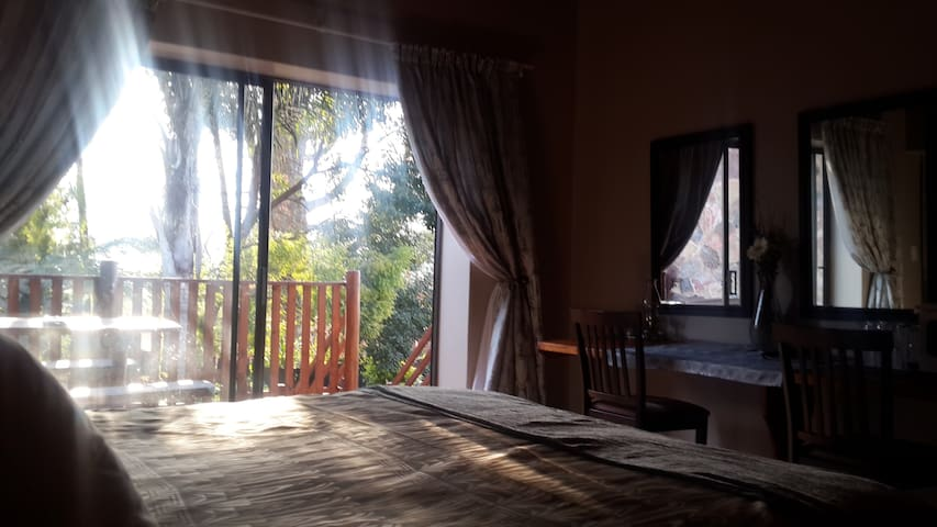 'Carlow suite' can sleep 4 guests. Self catering, - Sabie - Daire