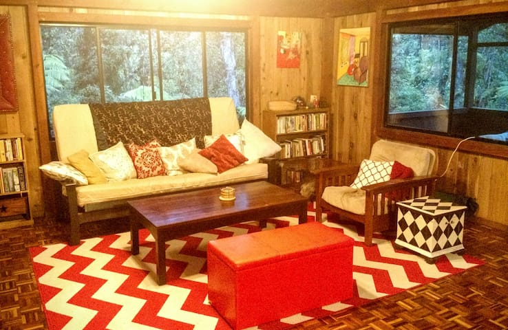 Peaceful & Private Room in Native Forest Cabin - Mountain View - Casa