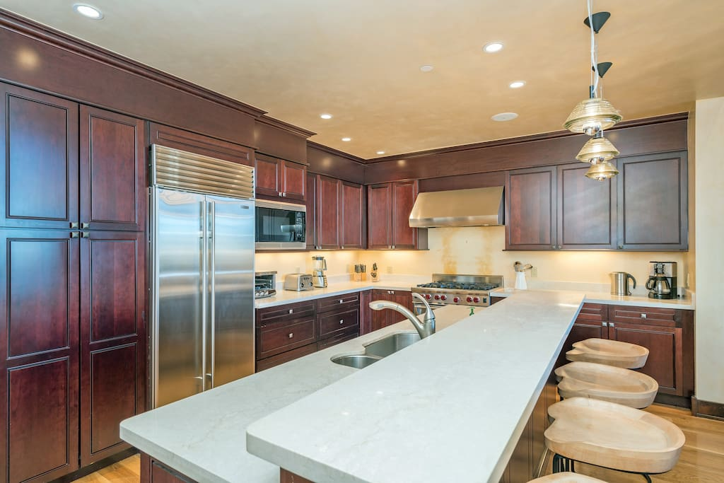 Well-Appointed Gourmet Kitchen