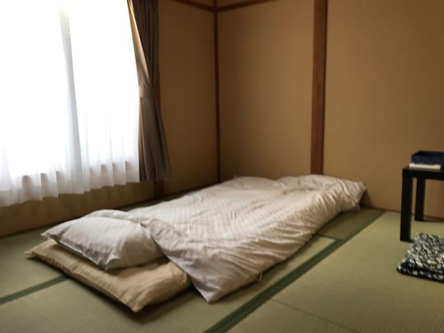 [西陣201] 京都駅から天神公園前市バス停徒歩3分の京都西陣のゲストハウスです。