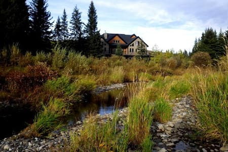 Diamond Willow B&B, Wild Rose Room, luxury getaway - Turner Valley - Bed & Breakfast
