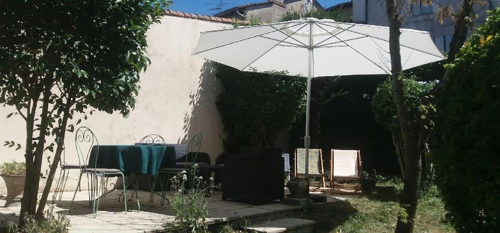 Charmante maison de village en Dordogne