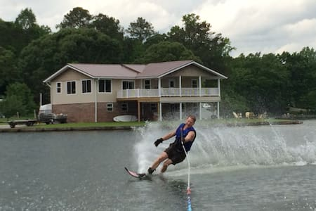 Beautiful, fun-filled stay at home on Lake Martin - Jacksons' Gap