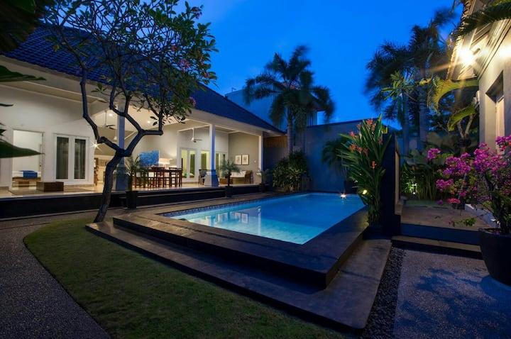 Premium villa sharing room in Semniyak
