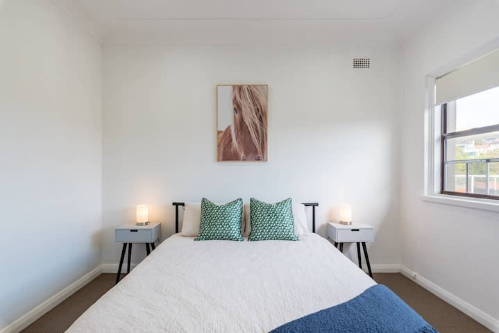 Sunny Queen Size Room in Rose Bay