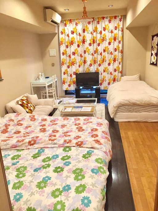 MAX 4P can stay 1 big room 3 single beds 1 futons No smoking Security double lock 220 ppt speed wifi paid rental service(¥1000/day) Luggage Storage Service (1Luggage Price/2hour ¥1000) Clean Up Room Service(¥7000)  Check in     3pm Check out 11am    最大4名宿泊可能 1ビッグルーム シングルベッド3 布団1 禁煙 2重ロック ポケットWIFIレンタルサービス(¥1000/day) 荷物預かりサービス/1個の荷物価格 (2hour ¥1000) 滞在中お掃除サービス(¥7000税込)