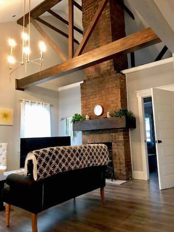 Modern Historic Loft at Forsyth Park