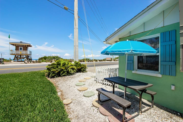 New listing! Adorable condo w/ a full kitchen - across the road from the beach!