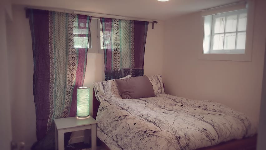 Just Like Home in  Inner City Calgary! - Calgary - Guest suite